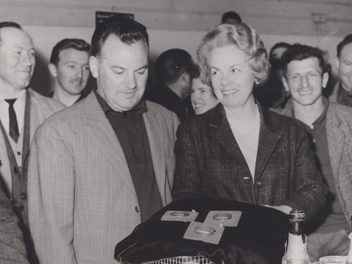 Maurice Prunier prend la succesion de son père, Maurice -Jules, et dirige l'entreprise avec sa femme Paulette